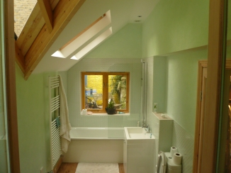 Green and turquoise bathroom